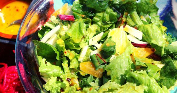 Frühlingssalat mit Orangen und Senfdressing