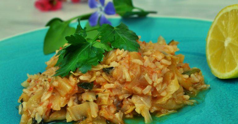 Lachanoryzo (λαχανόρυζο) - Griechischer Weißkohl-Reis-Eintopf